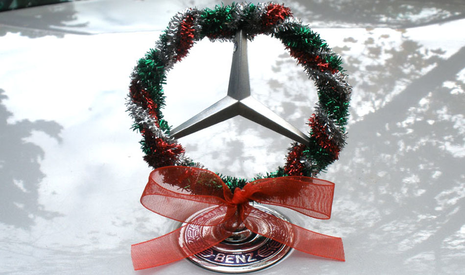 Four best christmas gifts for the mercedes benz fanatic for Mercedes benz christmas commercial